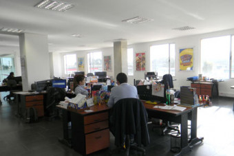EDIFICIO DE OFICINAS CON ACABADOS